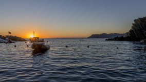 Puesta del sol gloriosa sobre el mar de Cinque Terre, La Spezia, Liguria, Italia fotografía de archivo