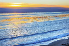 Puesta del sol Goleta California de Eilwood Mesa Oil Wells Pacific Ocean Imagenes de archivo
