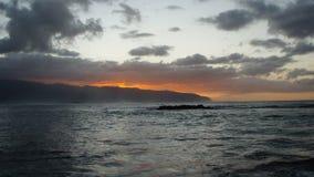 Puesta del sol hawaian ardiente Imagen de archivo