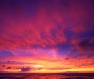 Puesta del sol hawaiana dramática foto de archivo