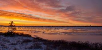 Puesta del sol helada ártica canadiense Fotografía de archivo libre de regalías