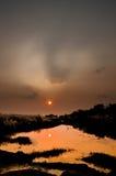 Puesta del sol hermosa foto de archivo