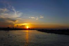 Puesta del sol hermosa del cielo Foto de archivo