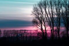 Puesta del sol hermosa con colores maravillosos Imagen de archivo libre de regalías