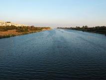 Puesta del sol hermosa con la foto del río, paisaje hermoso de la tarde fotografía de archivo