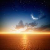 Puesta del sol hermosa con la luna Fotos de archivo libres de regalías