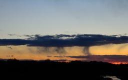 Puesta del sol hermosa con una poca lluvia imágenes de archivo libres de regalías