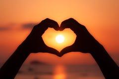 Puesta del sol hermosa de Ibiza en Cala Conta, Ibiza, cerca de San Antonio fotografía de archivo libre de regalías