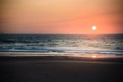 Puesta del sol hermosa de la playa Imagenes de archivo