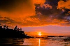 Puesta del sol hermosa de la playa imágenes de archivo libres de regalías