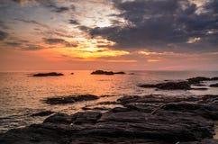 Puesta del sol hermosa de la playa Foto de archivo libre de regalías