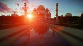 Puesta del sol hermosa de Taj Mahal, mosca de la cámara