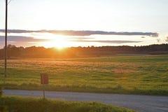 Puesta del sol hermosa del prado Imagen de archivo libre de regalías