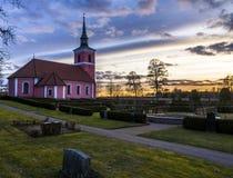 Puesta del sol hermosa e iglesia Fotografía de archivo