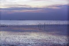 Puesta del sol hermosa en Bangpoo, provincia de Samutprakarn imagen de archivo libre de regalías