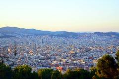 Puesta del sol hermosa en Barcelona Imagen de archivo libre de regalías