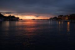Puesta del sol hermosa en Croacia imagen de archivo