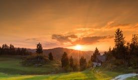 Puesta del sol hermosa en día precioso fotos de archivo libres de regalías