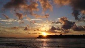 Puesta del sol hermosa en el Brasil de nordeste metrajes
