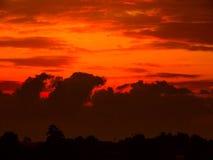 Puesta del sol hermosa en el campo Fotografía de archivo