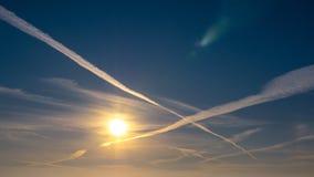 Puesta del sol hermosa en el cielo Imagen de archivo