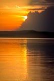 Puesta del sol hermosa en el lago Balatón Fotos de archivo