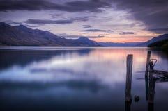 Puesta del sol hermosa en el lago Wakatipu Foto de archivo