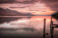 Puesta del sol hermosa en el lago Wakatipu Imagen de archivo libre de regalías