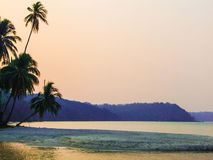 Puesta del sol hermosa en el mar Imagen de archivo libre de regalías