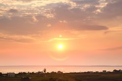 Puesta del sol hermosa en el mar en el filtro crepuscular del vintage de las épocas Imagen de archivo libre de regalías