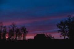 Puesta del sol hermosa en el país Fotografía de archivo