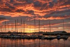 Puesta del sol hermosa en el puerto de Reykjavik Imagen de archivo