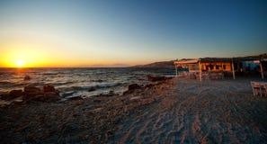 Puesta del sol hermosa en Grecia, Europa Foto de archivo