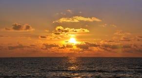 Puesta del sol hermosa en Kata Foto de archivo libre de regalías