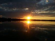 Puesta del sol hermosa en Kyiv, río de Desenka fotos de archivo libres de regalías