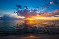 Puesta del sol hermosa en la isla de Samui Fotografía de archivo