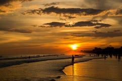 Puesta del sol hermosa en la playa Imágenes de archivo libres de regalías