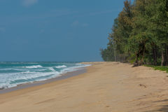 Puesta del sol hermosa en la playa Sai Kaew en Phuket, Tailandia Fotografía de archivo