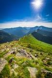 Puesta del sol hermosa en las montañas de Tatra en verano Foto de archivo libre de regalías