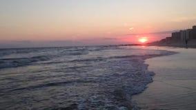 Puesta del sol hermosa en Long Beach en Long Island, Nueva York metrajes