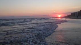 Puesta del sol hermosa en Long Beach en Long Island, Nueva York almacen de video