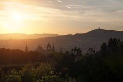 Puesta del sol hermosa en Museo Nacional en Barcelona, España Imagen de archivo