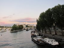 Puesta del sol hermosa en París fotos de archivo libres de regalías