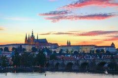 Puesta del sol hermosa en Praga Imágenes de archivo libres de regalías