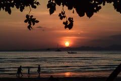 Puesta del sol hermosa en Tailandia Fotos de archivo libres de regalías