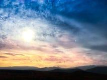 Puesta del sol hermosa en Vecindario y x28; Islands& amarillo x29; Imagen de archivo libre de regalías