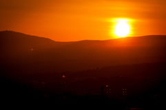 Puesta del sol hermosa que brilla intensamente Fotografía de archivo libre de regalías