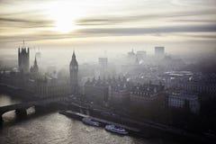 Puesta del sol hermosa sobre Big Ben en Londres Foto de archivo