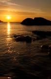 Puesta del sol hermosa sobre el mar Fotografía de archivo
