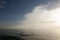 Puesta del sol hermosa sobre el mar Foto de archivo